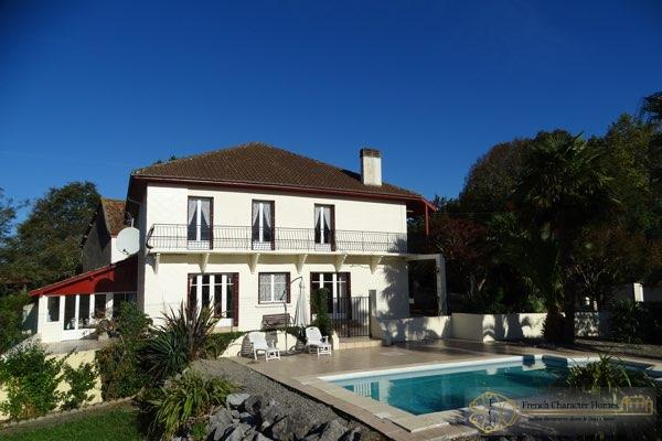 The House & Swimming Pool